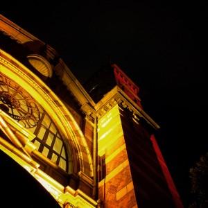 美しくライトアップされた開港記念会館